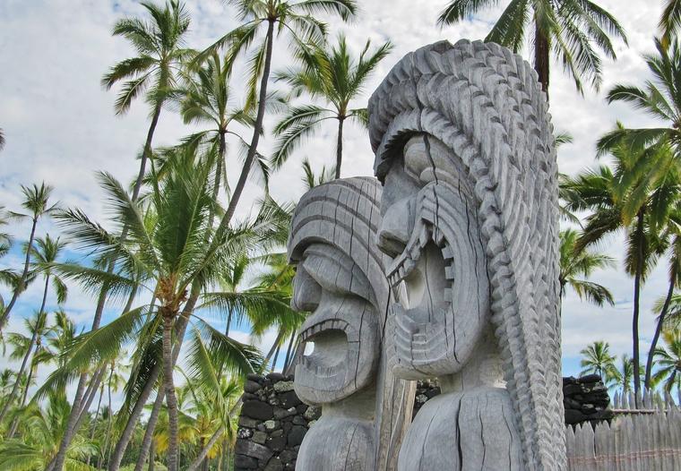 Pu'uhonua o Honaunau statues