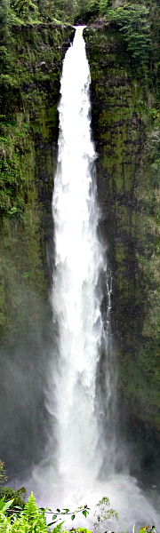 The stunning Hawaii waterfall of 'Akaka Falls State Park