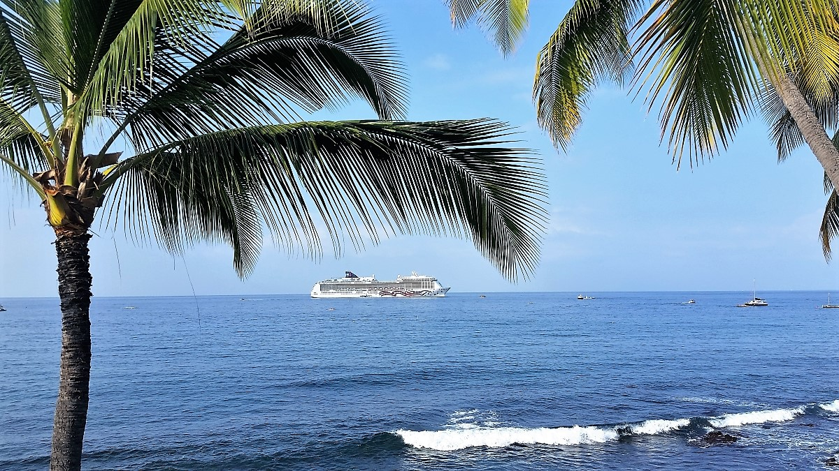 Norwegian Cruise Lines Pride of America at anchor in Kailua Bay
