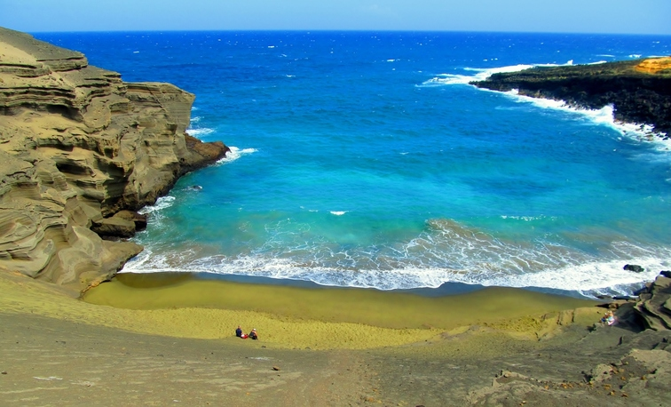 Hawaii teen travel to Papakolea Green Sand Beach