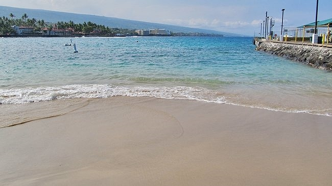 Kailua Bay has one of the smaller Kona Beaches, just off the Kailua pier. This is also the starting line for Ironman World Championships.