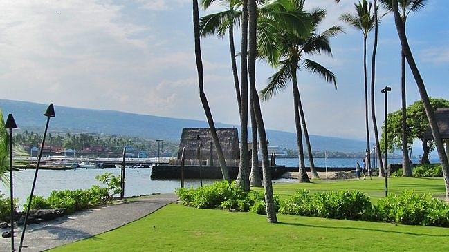 Ahu'ena Heiau at Kamakahonu Bay
