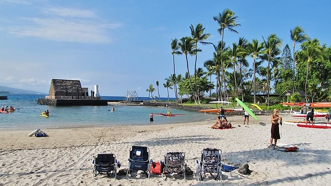 Kamakahonu Beach is one of the great family-friendly Kona Beaches, once the Big Island residence of King Kamehameha I.