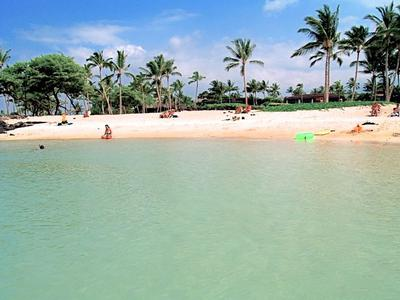 Kikaua Beach - peaceful and picturesque