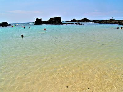 Kikaua Beach sandy bottom