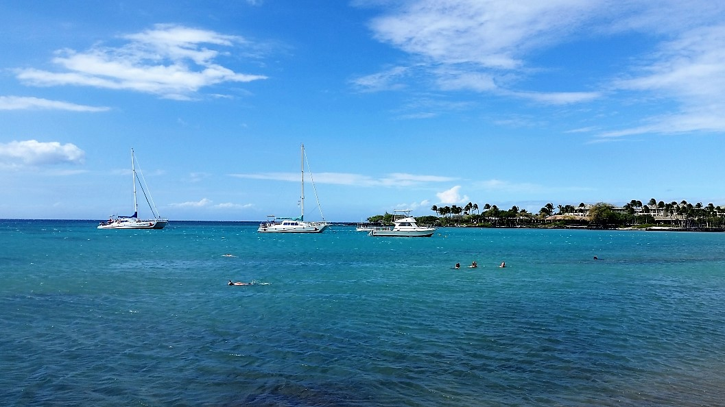 Tour boats are always available in Anaeho'omalu Bay