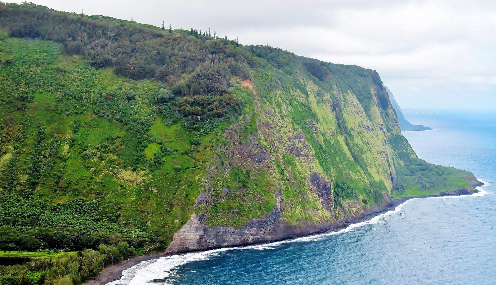 Big Island helicopter tour over Waipi'o Valley