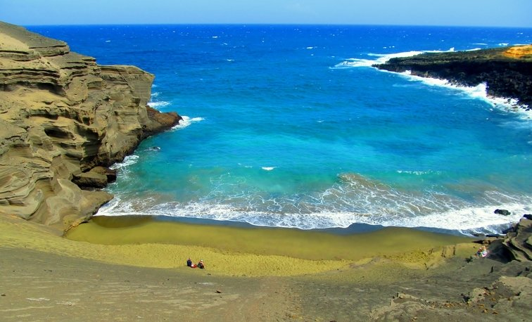 Hawaii teen travel to Papakolea Green Sand Beach