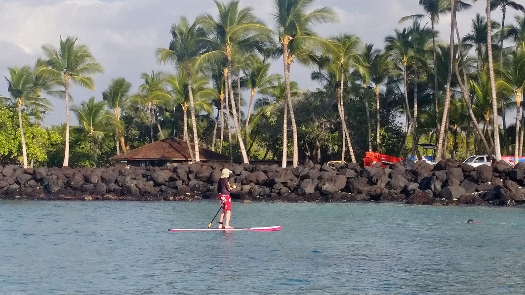 Standup paddle board at Makaiwa Bay