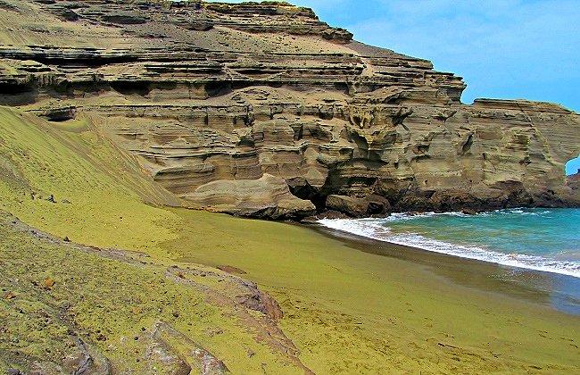 Papakolea Green Sand Beach at Mahana Bay