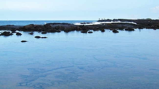 Wawaloli Beach tide pools